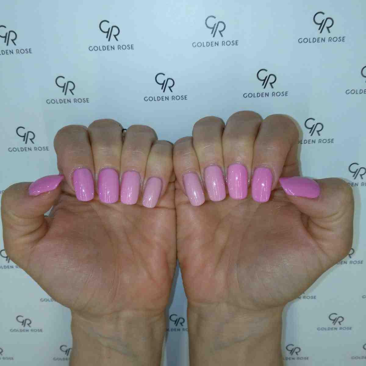 Stylizacja paznokci w czarujących kolorach różowego gradientu! Kolejna letnia propozycja manicure.
