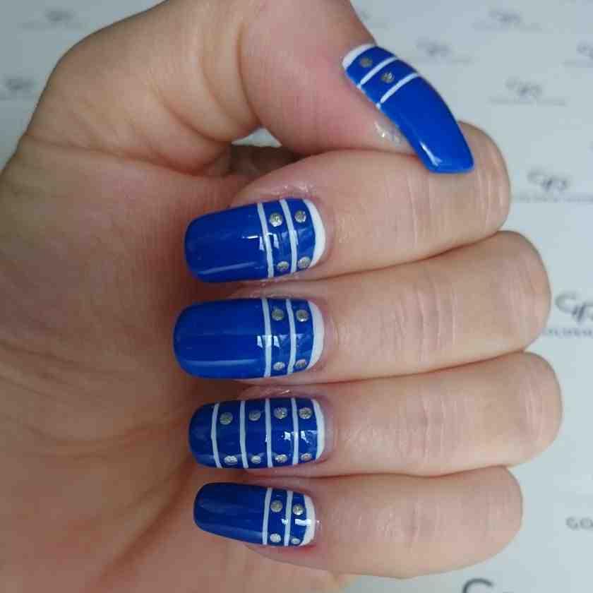 Ahoj! Czyli czas na wyjątkową stylizację paznokci w stylu marine! Czyli sposób na wakacyjne paznokcie.