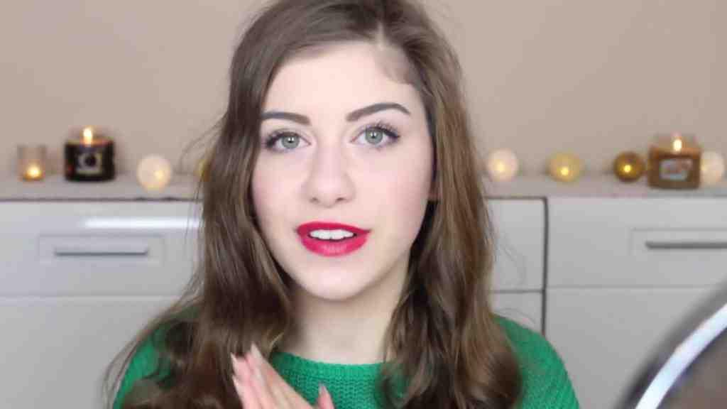 Alex Mandostyle inspiruje pomysłami na świąteczny makijaż z GR! Całość przy użyciu kosmetyków Golden Rose!