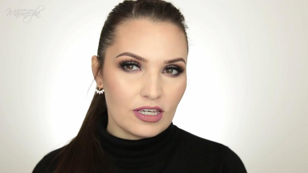 Propozycja sylwestrowego makijażu Maxineczki na każdą kieszeń Vlogerka wykonuje pełny makijaż kosmetykami Golden Rose!