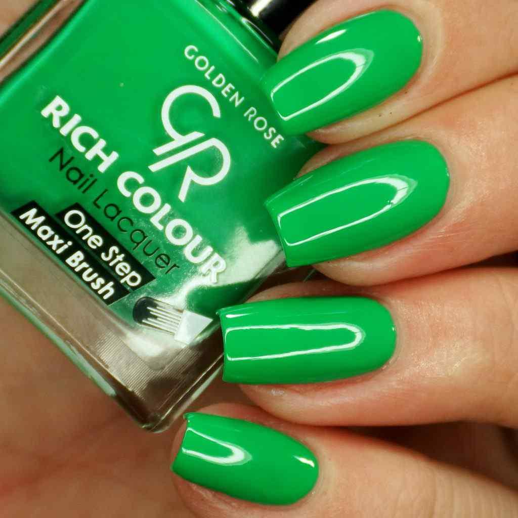 Przywołujemy wiosnę malując paznokcie kolorem soczystej zieleni! Rich Colour Nail Lacquer w kolorze Pantone Institute 2017