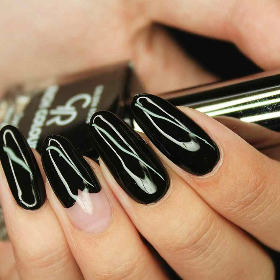 Dwie propozycje ciemnych stylizacji na paznokciach wykonane produktami Golden Rose! Mat lub błysk.