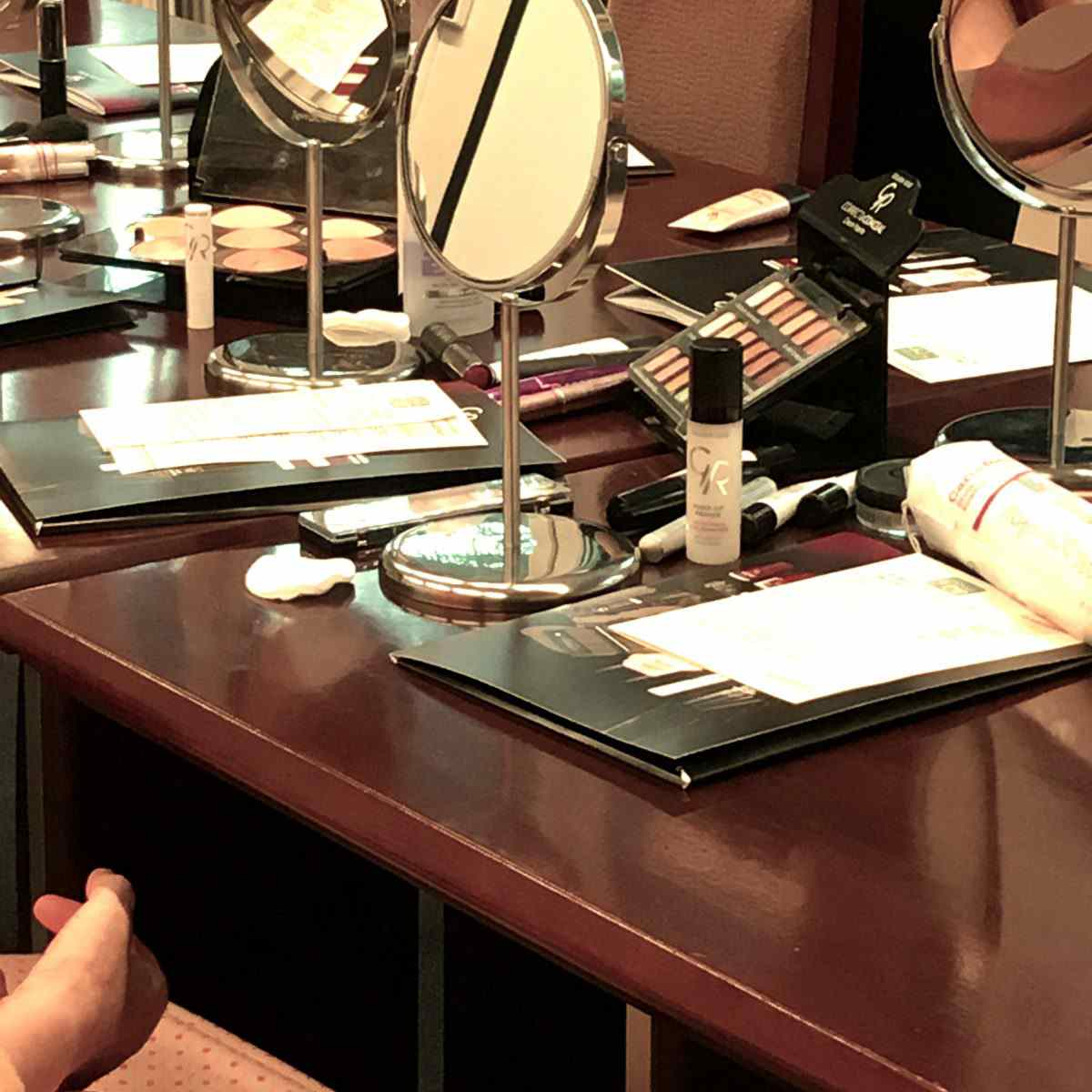 Drugie warsztaty makijażowe Golden Rose w Szpitalu MSWiA Jak być piękną w chorobie.