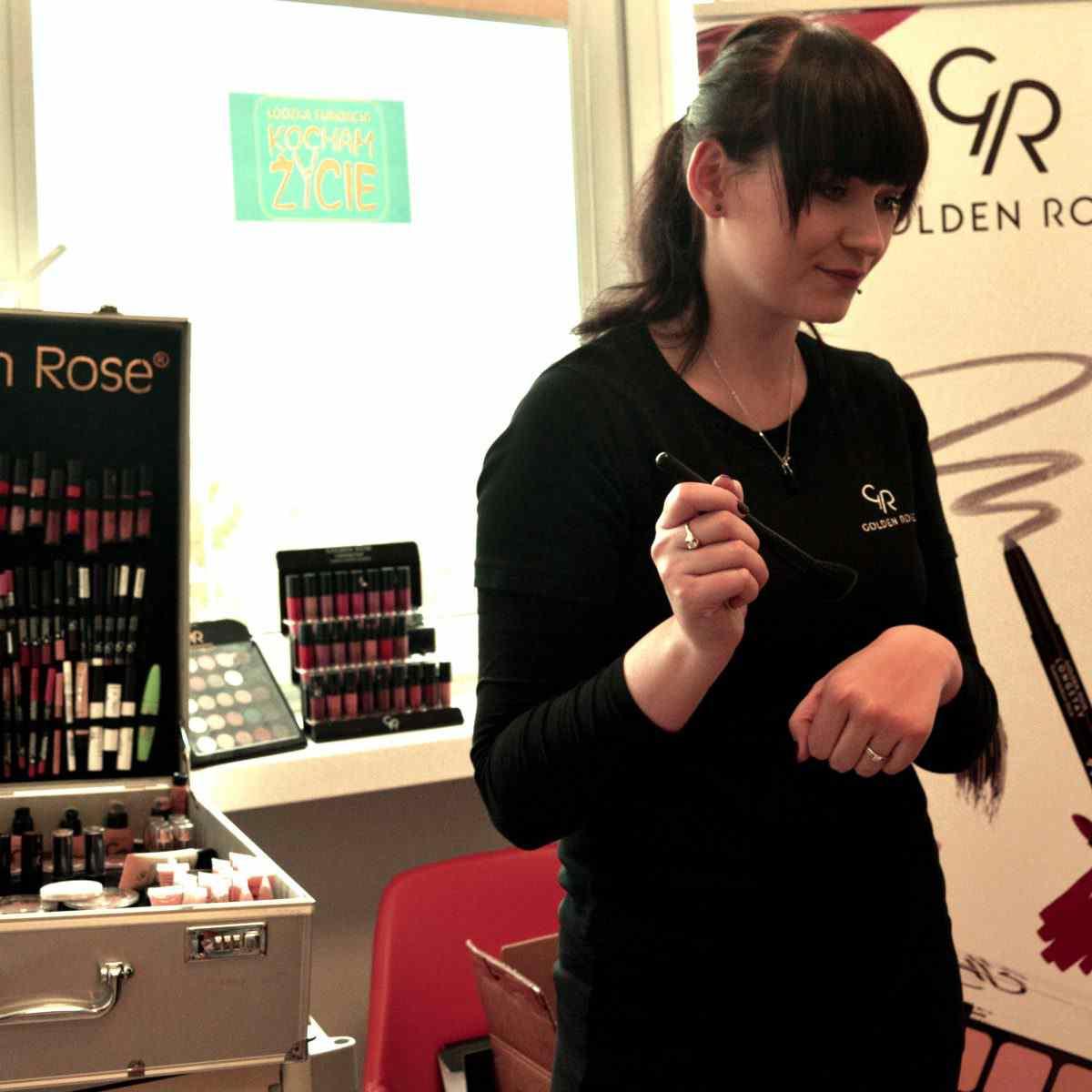 Golden Rose wspiera kobiety podczas walki z chorobą. Miesiąc walki z rakiem.