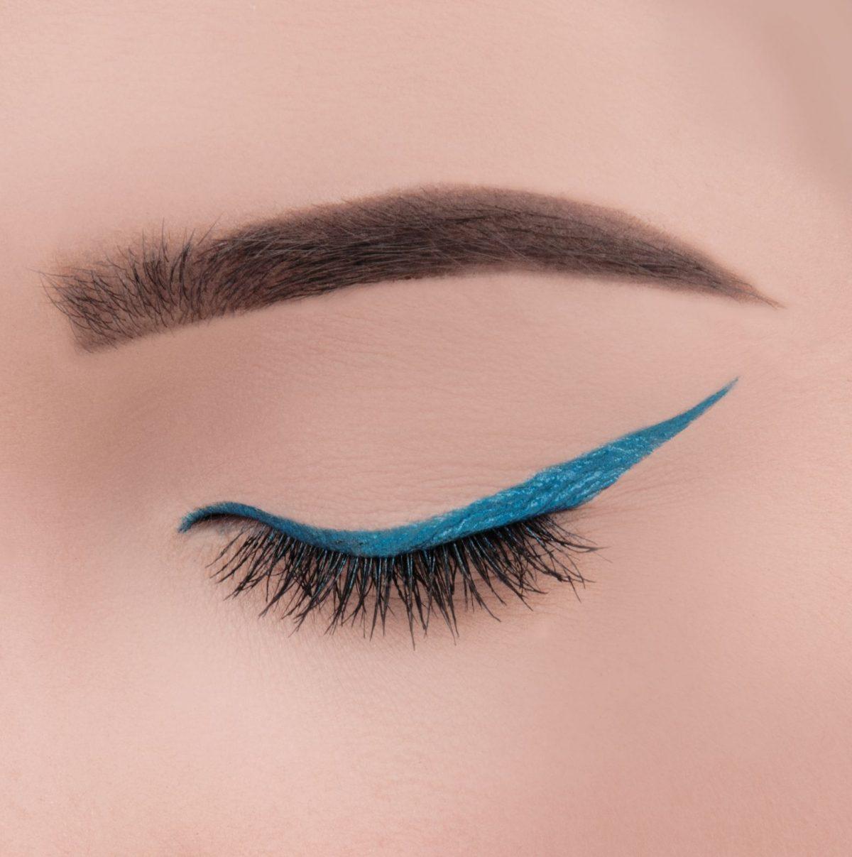 Jaki makijaż oka podbija kolor tęczówki? Krótki poradnik.