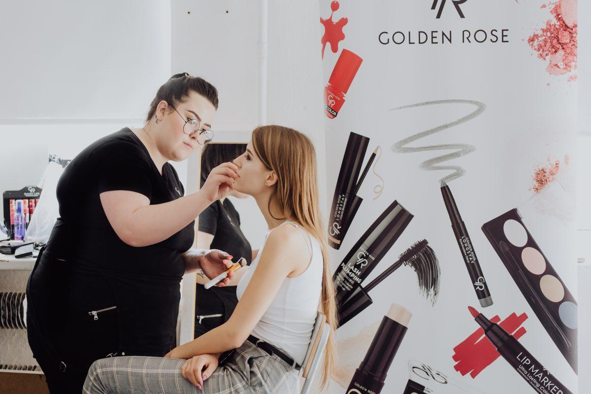 Oficjalna sesja finalistek Miss Polonia Województwa Łódzkiego 2019 Za makijaże odpowiadały wizażystki naszej marki.